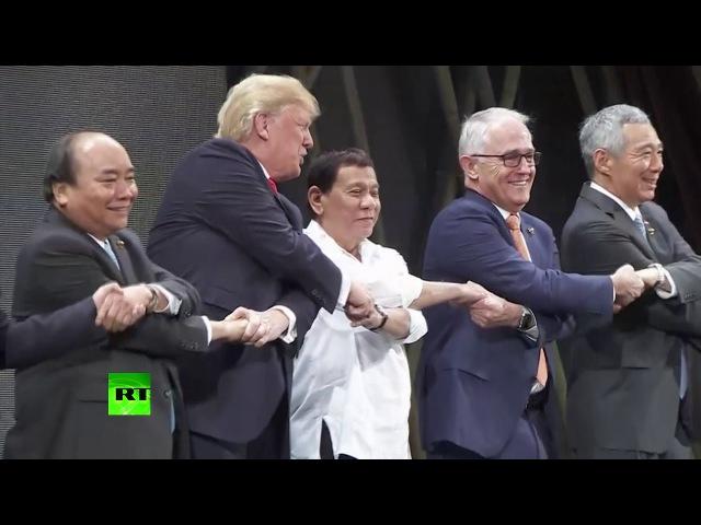 «Лебединое озеро» в Маниле: как мировые лидеры пожали друг другу руки на открыти...