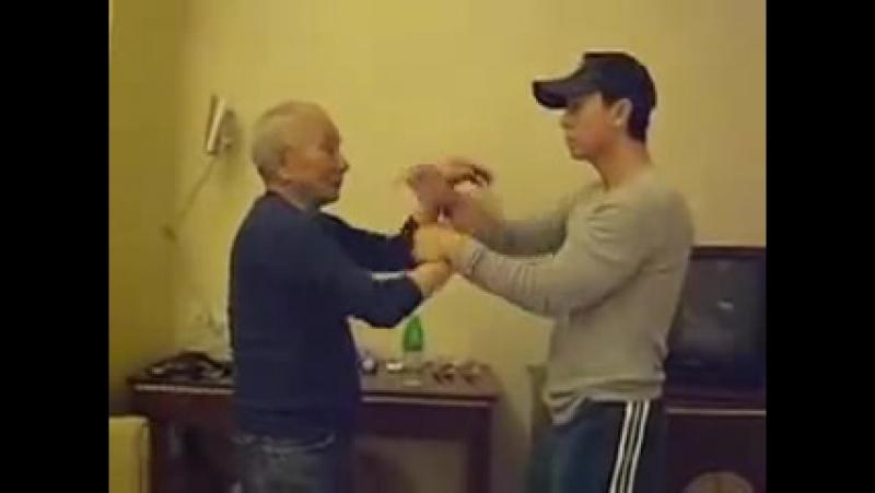 Ип Чун, сын Ип Мана, обучает Донни Йена