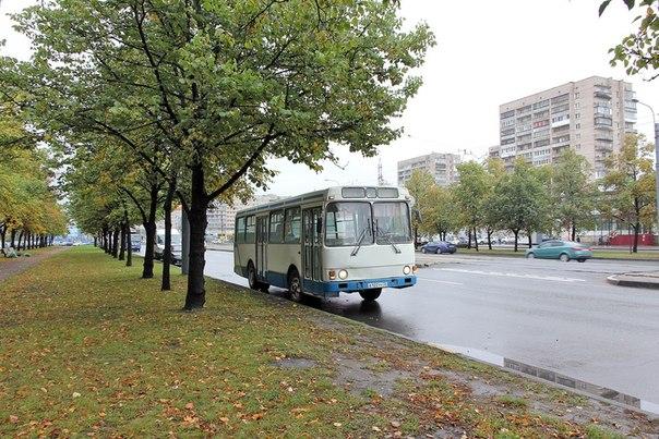 Автобус не так давно работающий на 10 маршруте, попал в музей Санкт-Петербургского ГУП
