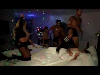 Когда Бритни Спирс врывается на твою кровать