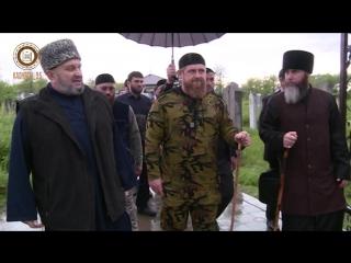 Побывал в зияратах Шейха Дени Арсанова в Урус-Мартане и Шейха Абдул-Азиза Шаптукаева в Толстой-Юрте