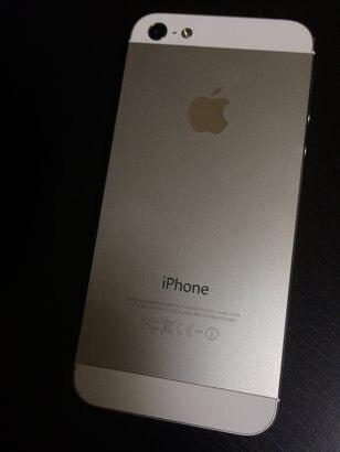 Продам Айфон 5 отличного состояния корпус на 5+ экран 5+ все работает.