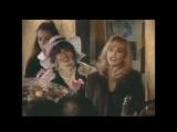 Айде исполняет песню для жителей поселка Вдова Бланко