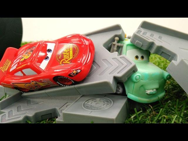 Мультики про машинки: ШТОРМ сломал трассу Молнии МАКВИНА. Машинки и ГОНКИ
