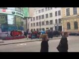 """В Харькове протестующие замуровывают """"Сбербанк"""" - Прямой эфир"""