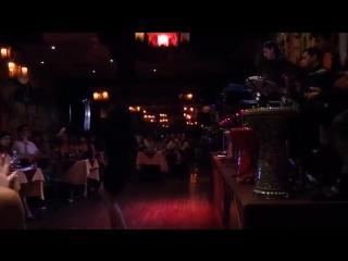 Yana Tsehotskaya junto a Percussion Dance 6956