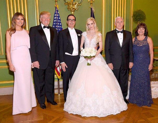 Мелания и Дональд Трамп стали гостями на свадьбе