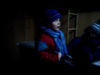 Маленький мальчик матерится и стращает всех в округе