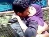 Pakistani_Girl_kissing_video_live