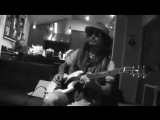 JOHNNY DEPP PLAYING AWESOMELY! IN GUITAR SOLO (WITH ALICE COOPER)