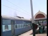 Сгорел на крыше поезда
