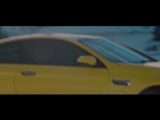 Ярко-желтая BMW M6 дает угла по канадской тундре