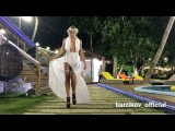 Лиза Полыгалова демонстрирует свадебное платье, которое сшил для нее Иван Барзиков