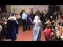 Дед Мороз и Снегурочка проводят конкурс для взрослых