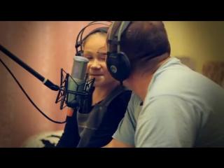 Папа с дочкой поют песню А.Брянцева и И.Круг