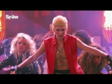 Milla Jovovich performs White Wedding by Billy Idol - Lip Sync Battle