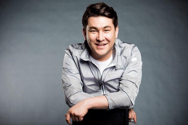 Азамат Мусагалиев, телеведущий, участник шоу «Однажды в России», актер сериала «Интерны»