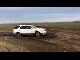 Nissan R`nessa Попытка засадить в болото