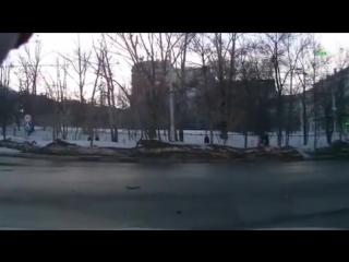 Невнимательность при повороте = авария (Дорожные войны)