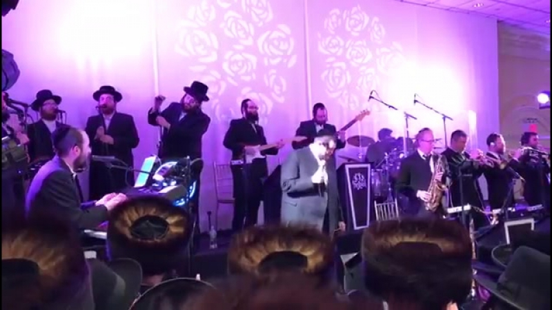 Shmueli Ungar and Shira choir and freilech band starting the 2'nd dance by a wedding with אמת