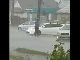 Человек, который работает для народа в любую погоду