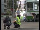 Мотоцикл и рейсовый автобус не поделили дорогу на перекрестке проспекта Молоде ...