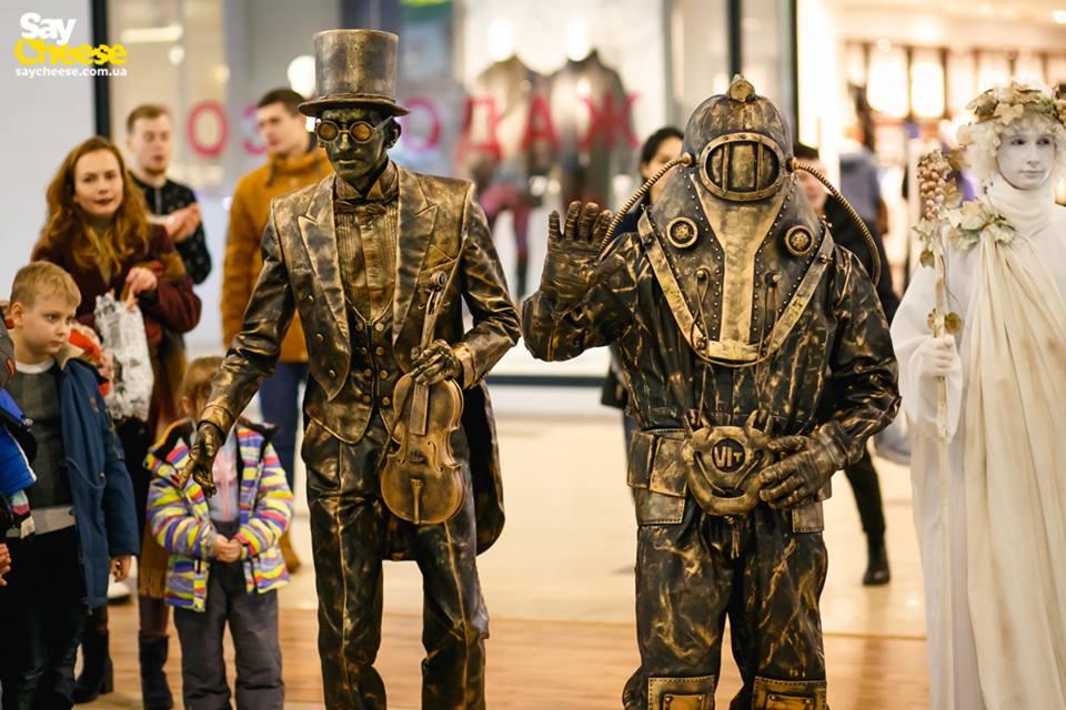 Двигающаяся статуя удивила харьковчан (ФОТО)