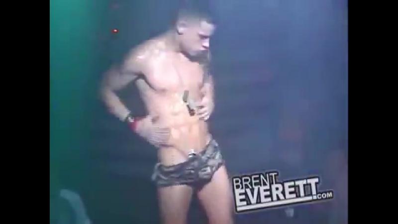 Молодой сексуальный парень модель классно танцует гоу-гоуBrent Everett go-go [720]
