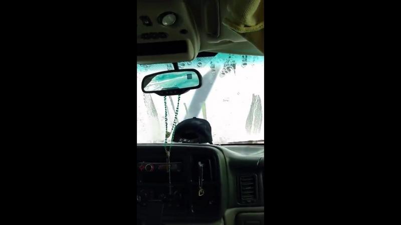 Фэйл на автомойке (забыли закрыть панорамную крышу)