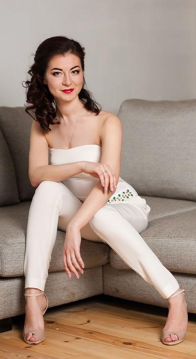 Лола Сафарова