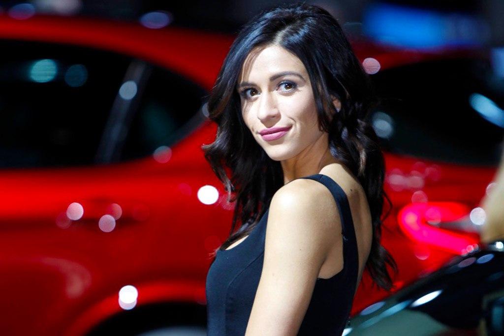 Самые красивые девушки Детройтского автосалона