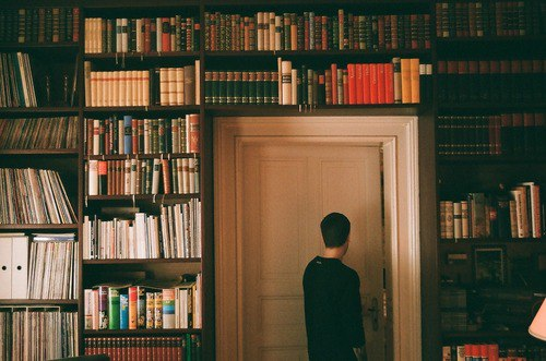 Некоторые люди, подобны книгам:яркий заголовок, но содержание не заслуживает чтения.