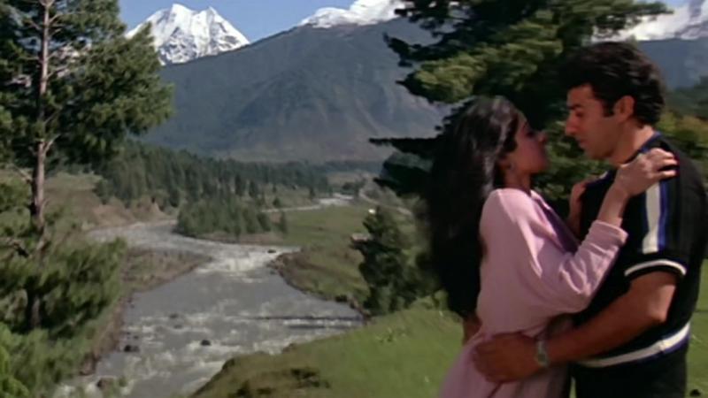 Oongli Mein Angoothi Angoothi Mein Nagina - Sridevi - Sunny Deol - Ram Avataar