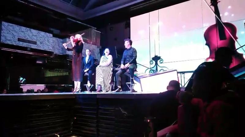 Китай. Клуб Максим Титаник на скрипке