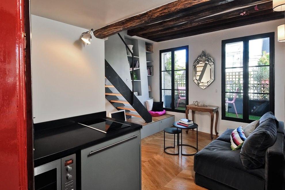 Маленькая квартира-студия 22,5 м с кроватью на втором уровне в Париже.
