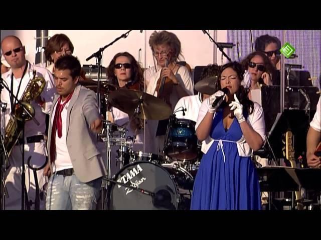02 - Waylon Caro Emerald - This Is a Man's World [live @ Because I am a Girl 2010]