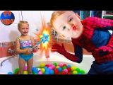 Spiderman и Ярослава купаются в ванной с разноцветными шариками | Видео для детей