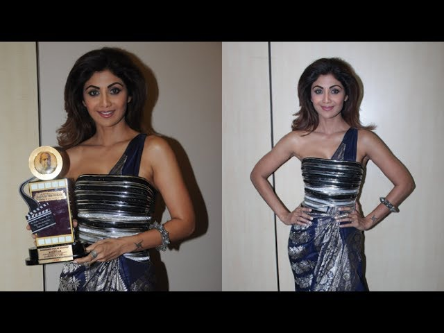 Shilpa Shetty At Dadasaheb Phalke Award 2017 | Viralbollywood
