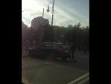Авария Кию от удара отбросило в защитный забор