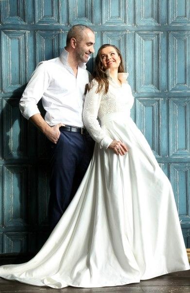 Счастье делает счастливыми только тех, кто умеет счастливым быть. Спасибо, дорогая Ольга, за замечательные фото! Желаем вашей очаровательной паре любви и взаимопонимания! #невестыновиадарт #salonnoviadart #noviadartminsk #свадебныйсалон #новиадарт #салонновиадарт
