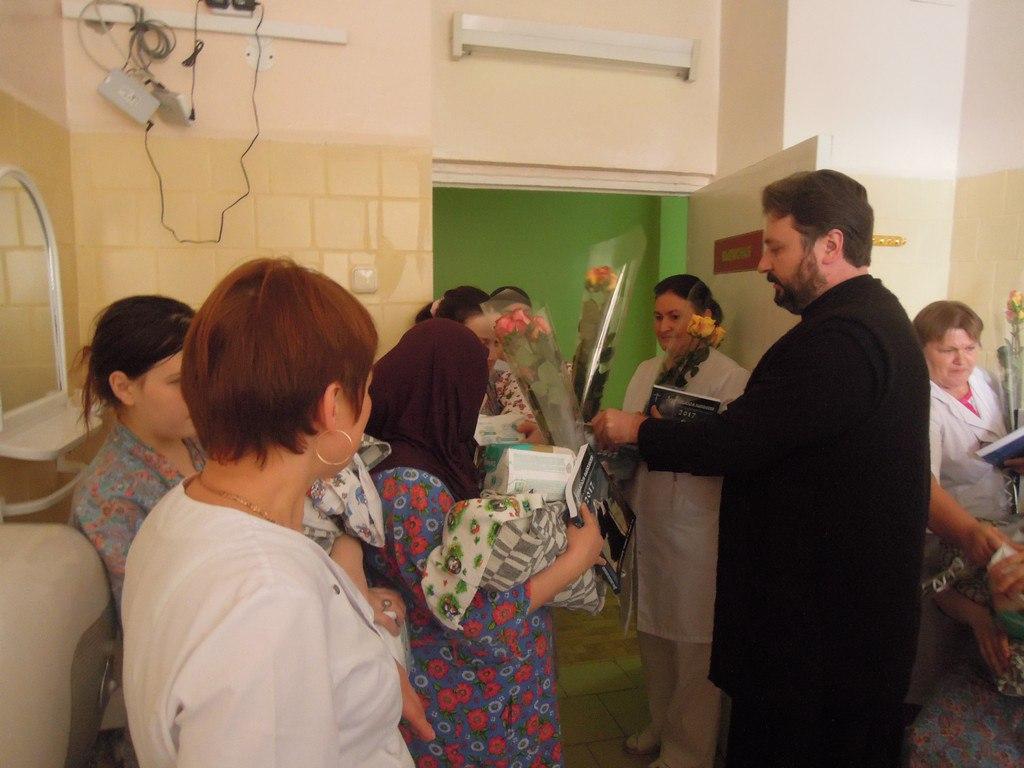 Представители духовенства Зеленчукского района побывали в родильном отделении ЗЦРБ