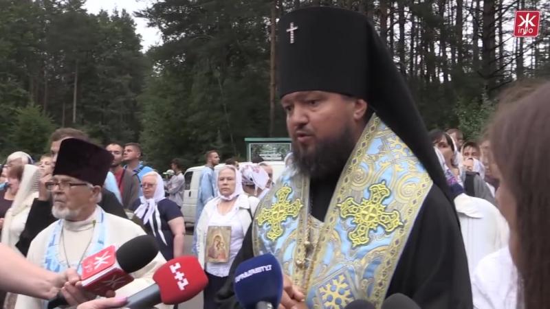 Житомирські активісти зустріли хресну ходу УПЦ МП кричалками про Бандеру - Житом