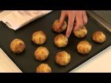 Рецепт профитроли с ванилью и шоколадным соусом от École de Cuisine Alain Ducasse