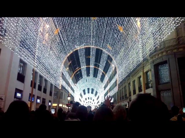 Montaje de luz y sonido con las luces navideñas de 2016 en la calle Larios de Málaga
