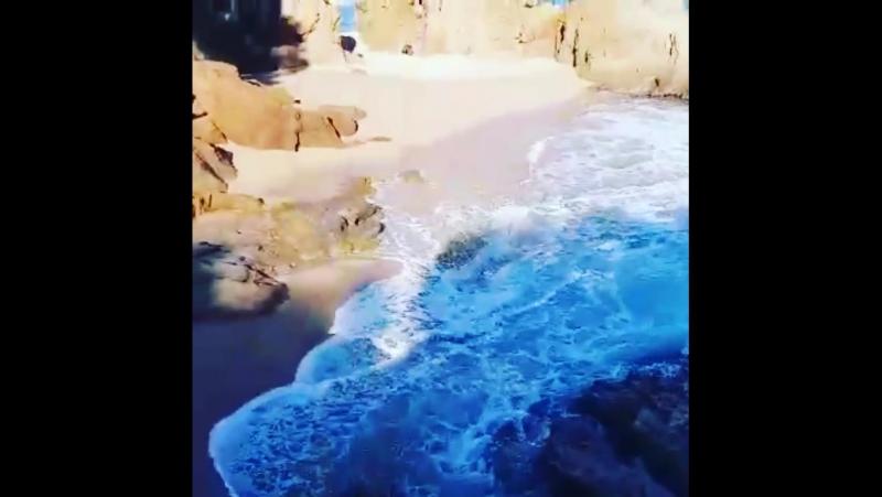 Море волнуется и душа тоже, такая красота а разделить ее не с кем 😉