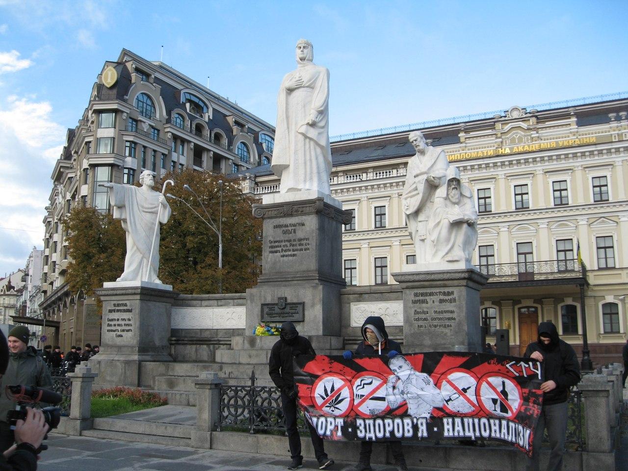 """В столице националисты напали на участников """"Конопляного марша"""". Несколько человек задержали - Цензор.НЕТ 2115"""