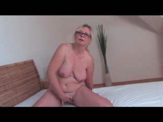 Naked old chick masturbates her hairy cunt - mature porn