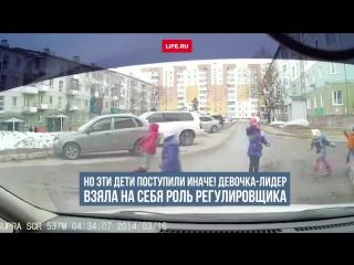 Девочка из Якутии взяла на себя регулирование дорожного движения