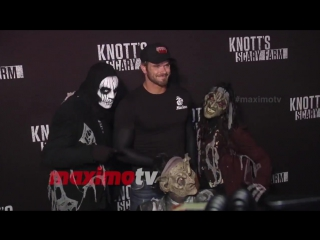 Kellan lutz knotts scary farm 2016 black carpet