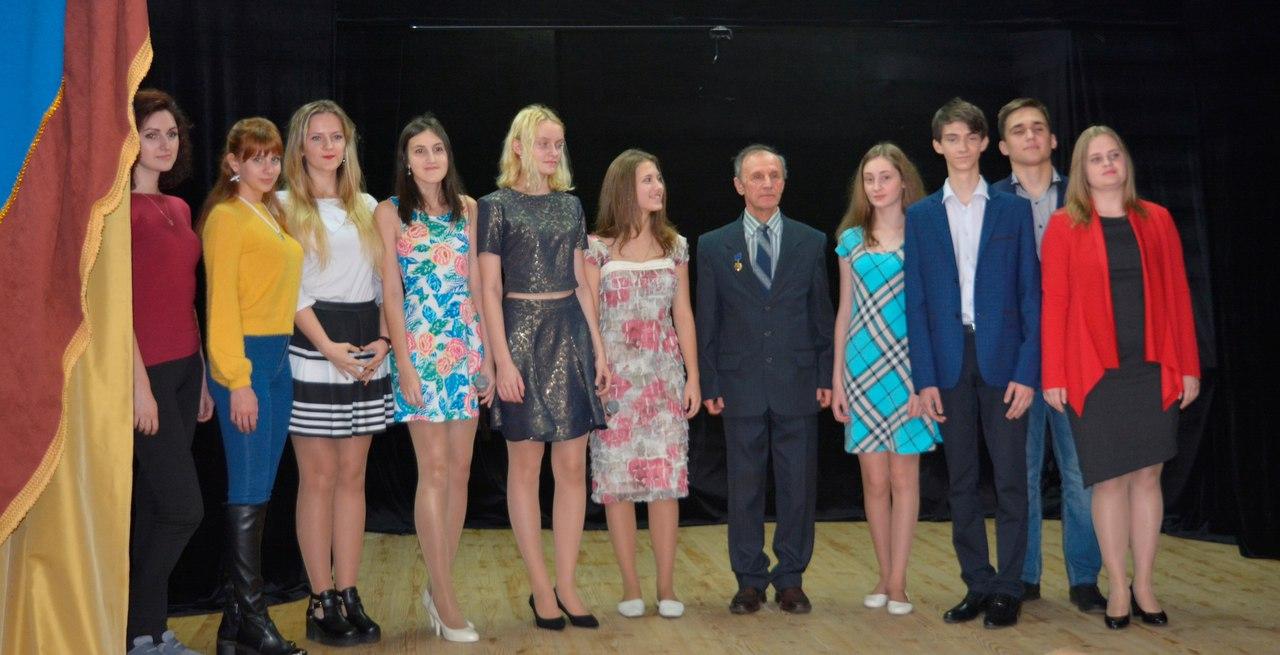 вокалисты студии твой мир и руководитель Юрий Михайлович Волынский